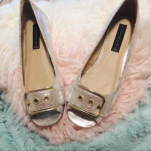 🐼Steve Madden Silver with Gold Buckle Flats